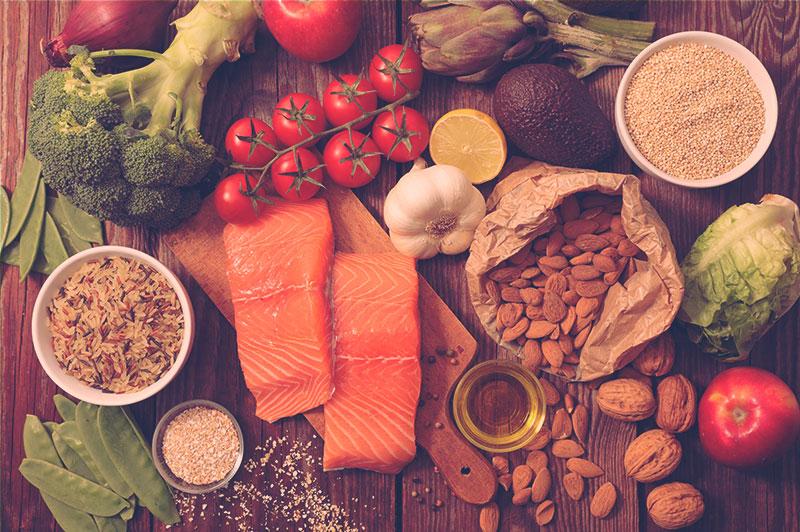Mix de alimentos saudáveis para restrição calórica.