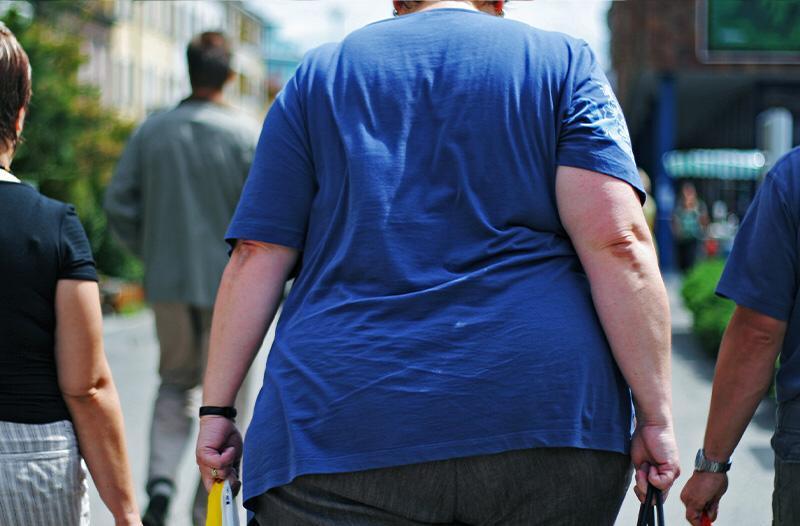 Imagem de pessoa obesa para informar sobre os perigos da obesidade
